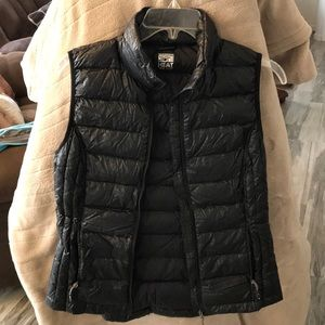 Cute black down quilted insulation vest